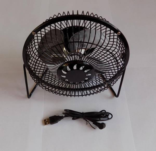 Небольшой металлический вентилятор