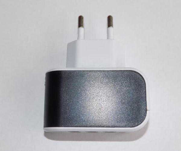 Универсальное зарядное устройство 220 V / 3 порта USB